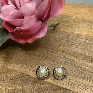 New Pearl with accent earrings